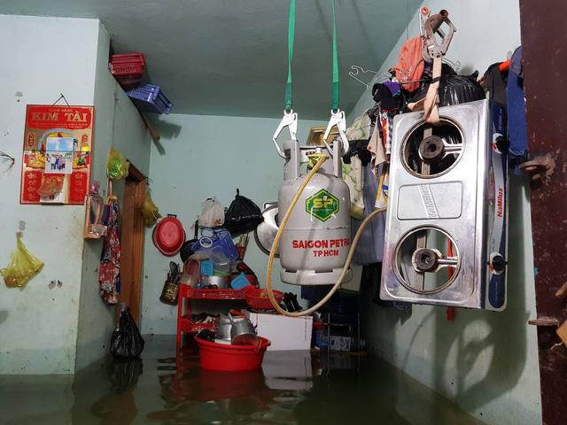 Cả xóm trọ ở Thảo Điền xin nghỉ việc vì nhà ngập nặng - Ảnh 11.