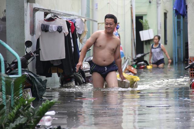 Cả xóm trọ ở Thảo Điền xin nghỉ việc vì nhà ngập nặng - Ảnh 3.