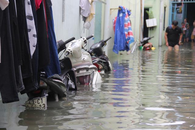 Cả xóm trọ ở Thảo Điền xin nghỉ việc vì nhà ngập nặng - Ảnh 5.