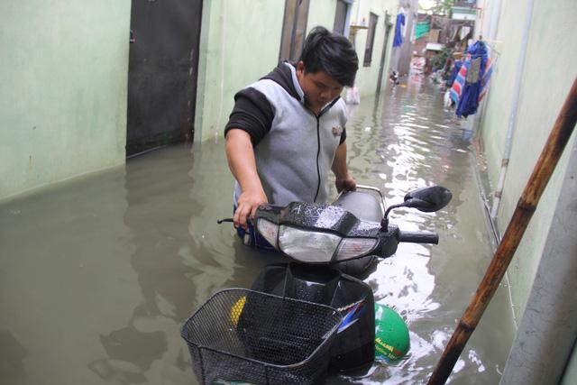 Cả xóm trọ ở Thảo Điền xin nghỉ việc vì nhà ngập nặng - Ảnh 12.