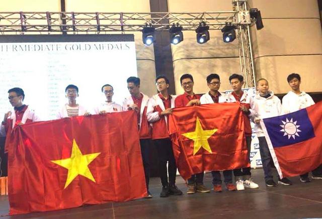 10 học sinh Việt giành huy chương vàng toán thế giới - Ảnh 2.