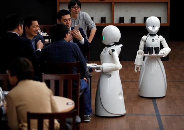 Quán cà phê được phục vụ bằng robot - Ảnh 1.