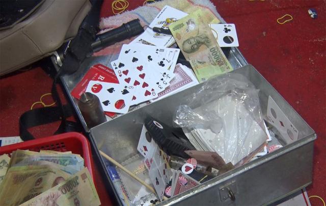 Phá sòng bạc cực lớn ở Phú Yên: Có cả con bạc từ Sài Gòn ra chơi - Ảnh 3.