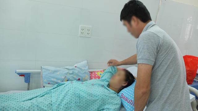Bệnh viện Bình Dân dùng robot mổ cấp cứu thai phụ viêm tụy cấp - Ảnh 1.