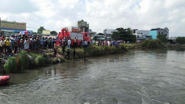 Lãnh đạo TP.HCM thăm gia đình sinh viên bị nước cuốn trong bão - Ảnh 1.