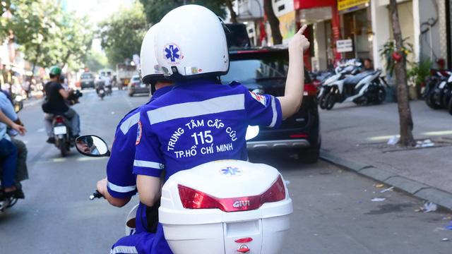 Xe máy cấp cứu vô hẻm - Ảnh 3.