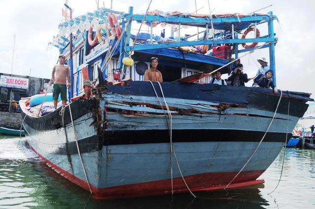 Một ngư dân bị sóng đánh văng khỏi tàu, mất tích - Ảnh 1.