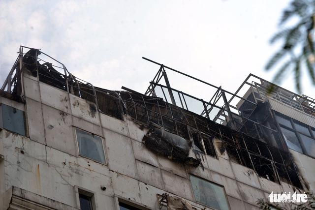 Khách sạn trung tâm Sài Gòn bốc cháy, khách Tây tháo chạy - Ảnh 3.