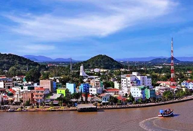 Thị xã biên giới Hà Tiên chính thức lên thành phố - Ảnh 1.