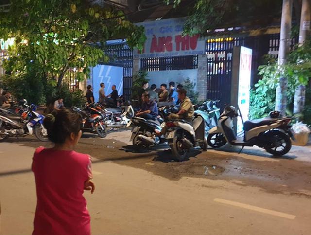 Truy tìm nhóm người cướp khách sạn ở TP.HCM - Ảnh 1.