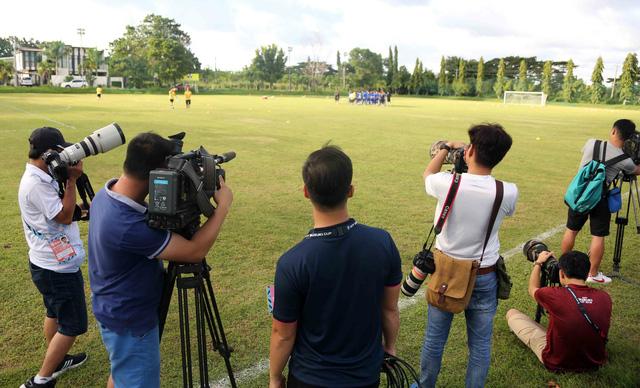 Trang chủ AFF Cup 2018 ghi hình buổi tập của đội tuyển VN - Ảnh 1.