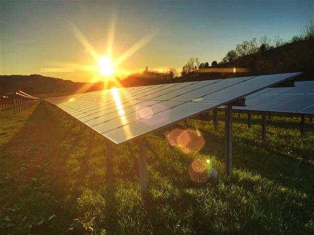 Táo bạo dự án đóng chai năng lượng mặt trời - Ảnh 1.