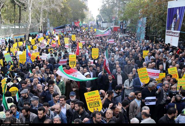 Mỹ tái áp lệnh trừng phạt, hàng triệu người Iran biểu tình - Ảnh 3.