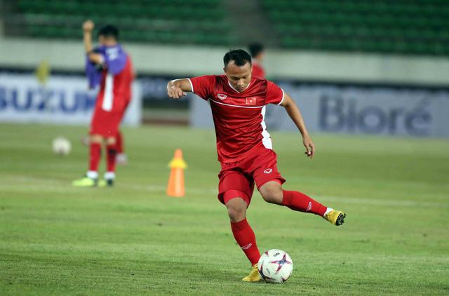 Tuyển VN đá đội hình mạnh nhất với Lào - Ảnh 5.