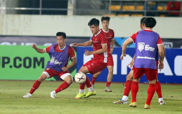 Tuyển VN đá đội hình mạnh nhất với Lào - Ảnh 4.