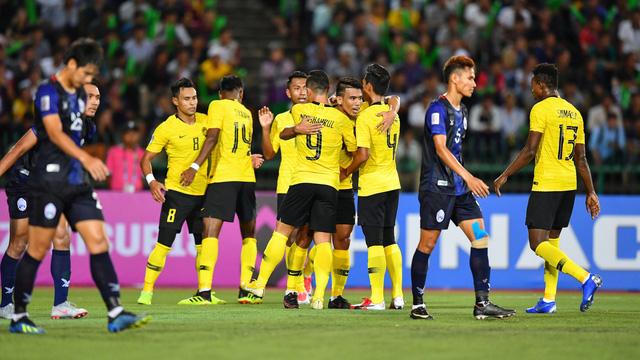 Malaysia thắng chật vật chủ nhà Campuchia - Ảnh 1.