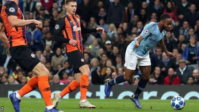 Sterling xin lỗi cho Quả Penalty kỳ dị - Ảnh 1.