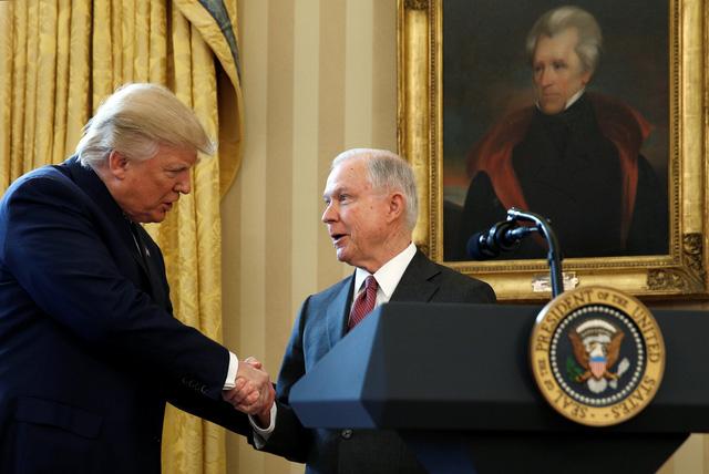 Bộ trưởng Tư pháp Mỹ Jeff Sessions bị sa thải - Ảnh 1.