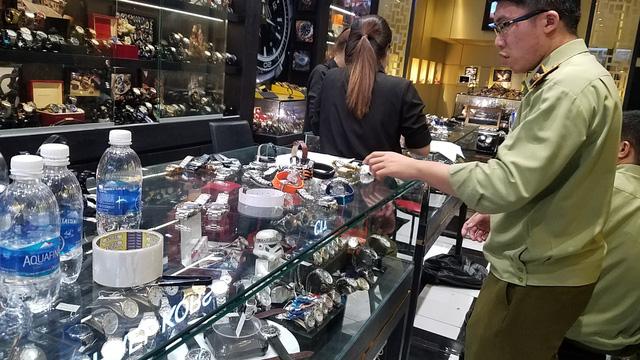 Đồng hồ hàng hiệu Rolex, Dior... bán chỉ từ 400.000 đồng - Ảnh 3.
