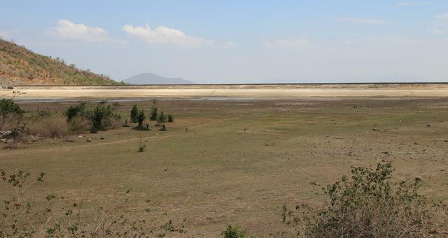 Ninh Thuận mưa ít, các hồ chứa tiếp tục trơ đáy - Ảnh 2.