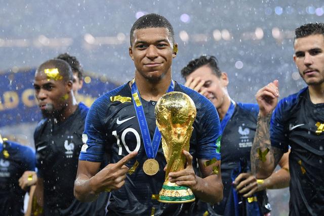 Mbappe tự tin sẽ vượt Messi và Ronaldo giành Quả bóng vàng 2018 - Ảnh 1.
