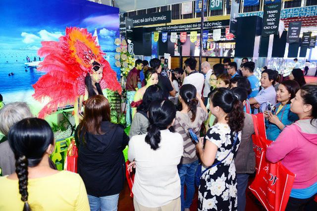 Tưng bừng ưu đãi tại Hội chợ Quốc tế Trang sức Việt Nam - VIJF 2018 - Ảnh 7.