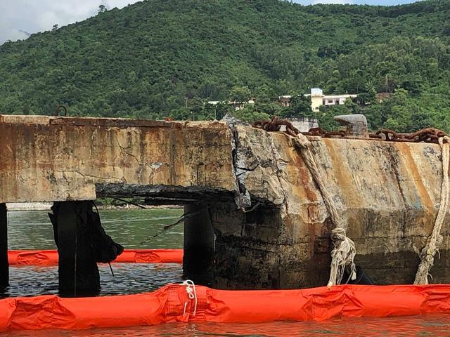 Tàu tiếp dầu húc toác cầu cảng ở Đà Nẵng - Ảnh 2.