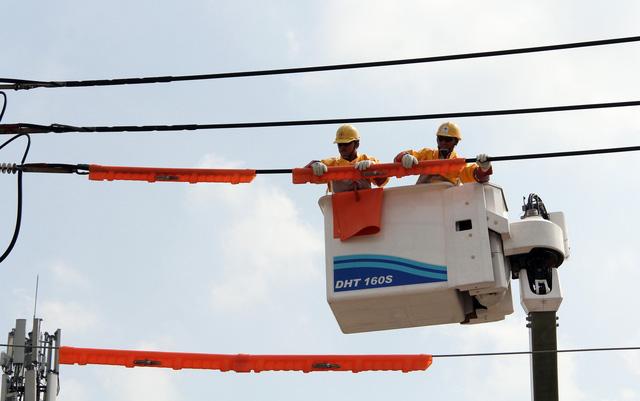 Giảm cúp điện hơn 7 lần nhờ sửa điện live-line - Ảnh 3.