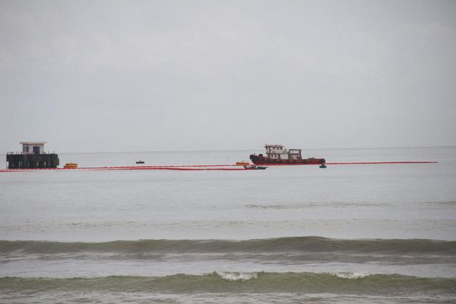 Tàu tiếp dầu húc toác cầu cảng ở Đà Nẵng - Ảnh 5.