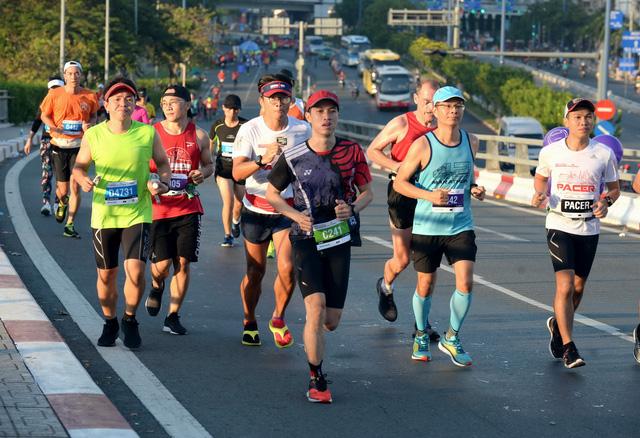 8.200 VĐV chinh phục giải marathon quốc tế TP.HCM 2018 - Ảnh 1.