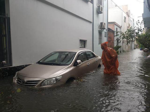 Đà Nẵng hoãn họp HĐND vì mưa ngập - Ảnh 1.