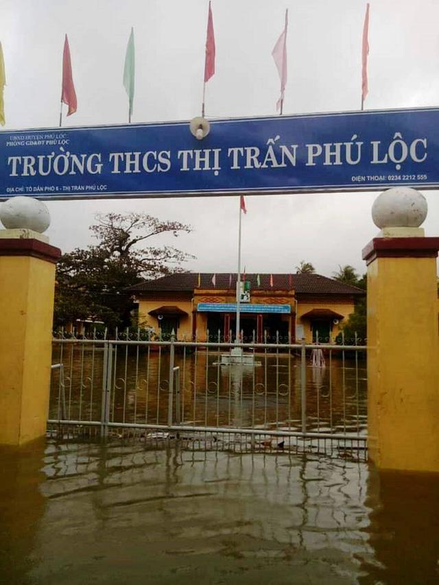 Thừa Thiên Huế: hàng trăm học sinh nghỉ học vì ngập cục bộ - Ảnh 1.