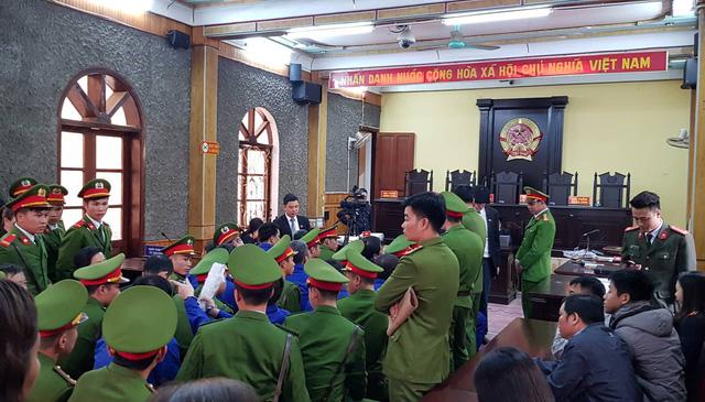 Hoãn xử vụ tiêu cực liên quan đến nhiều cựu lãnh đạo sở ngành Sơn La - Ảnh 1.