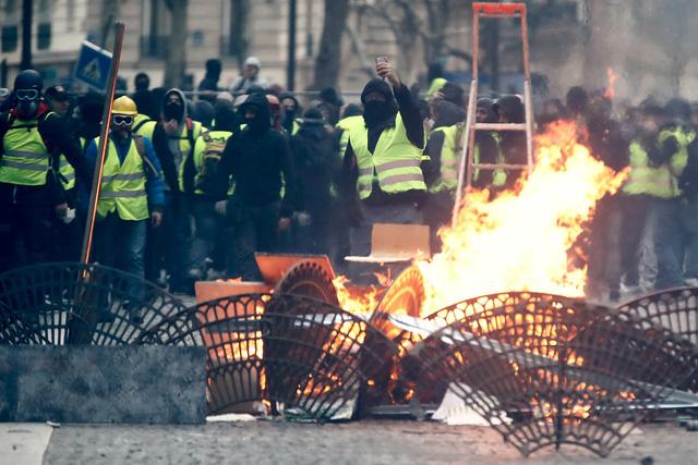 Điện Kremlin: Nói Nga đứng sau biểu tình áo vàng ở Pháp là vu khống - Ảnh 2.