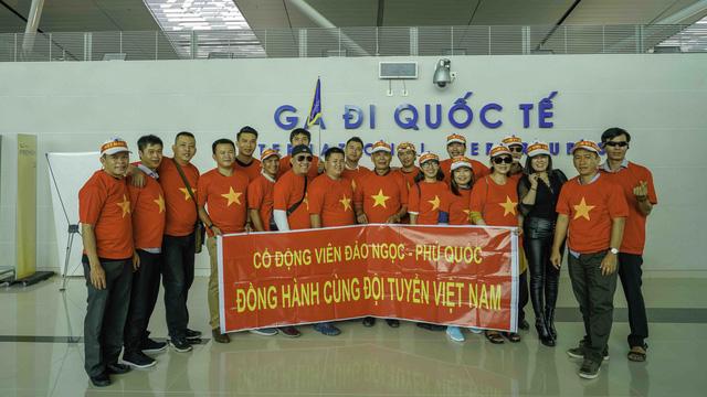 21 CĐV đảo ngọc Phú Quốc bay thẳng sang Malaysia cổ vũ tuyển VN - Ảnh 1.