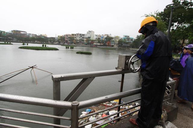 Nước rút, người Đà Nẵng hối hả dọn dẹp - Ảnh 7.