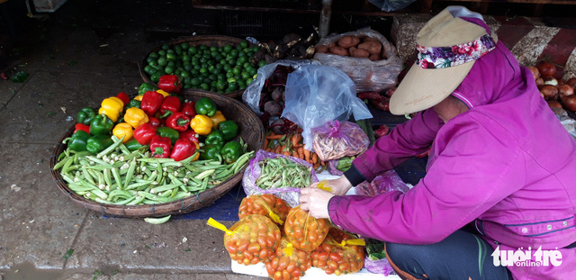 Sau mưa lũ, rau xanh Đà Nẵng tăng giá chóng mặt - Ảnh 4.