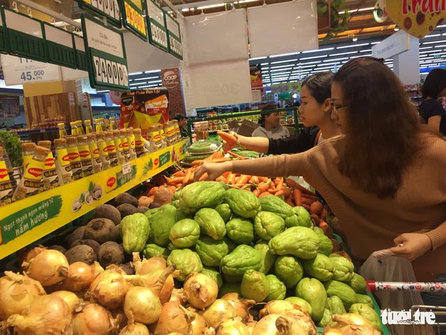 Sau mưa lũ, rau xanh Đà Nẵng tăng giá chóng mặt - Ảnh 5.