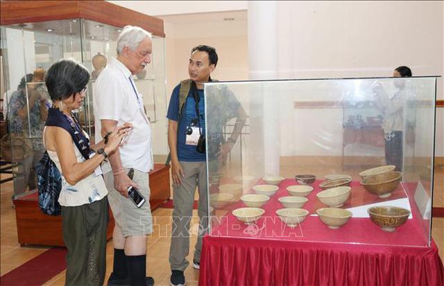 """Hơn 350 hiện vật quý trưng bày tại chuyên đề """"Gốm Chăm xưa và nay"""" - Ảnh 1."""
