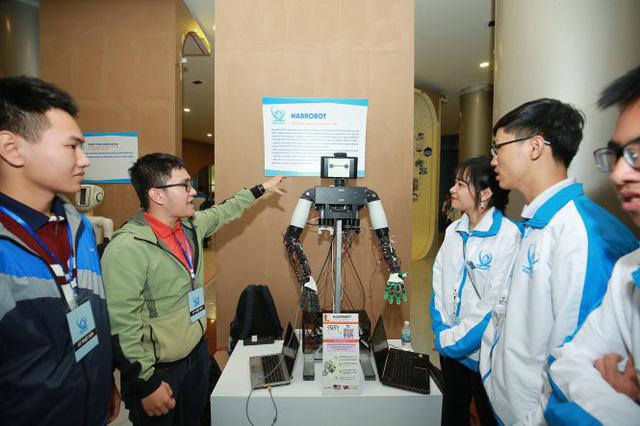 Robot giúp việc nhà của sinh viên bách khoa - Ảnh 1.