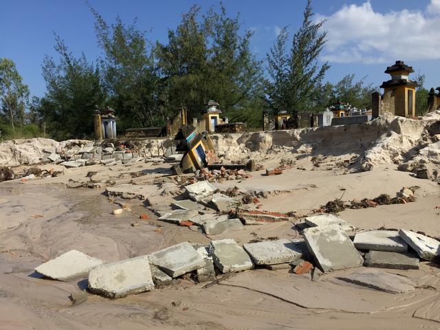 Quảng Nam: Dứt mưa nhưng quốc lộ 1 vẫn ngập sâu - Ảnh 4.