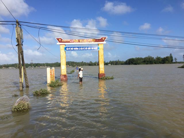 Quảng Nam: Dứt mưa nhưng quốc lộ 1 vẫn ngập sâu - Ảnh 6.