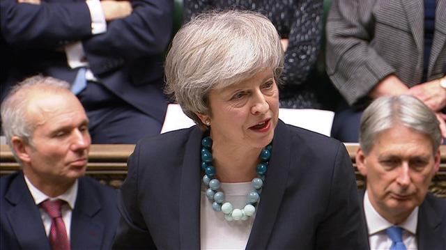 Bà May hoãn bỏ phiếu thỏa thuận Brexit tại quốc hội - Ảnh 1.