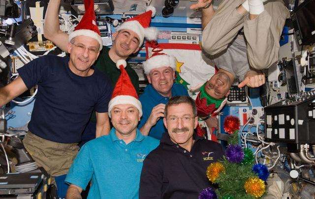 Có gì trong tiệc mừng giáng sinh trên trạm ISS? - Ảnh 2.