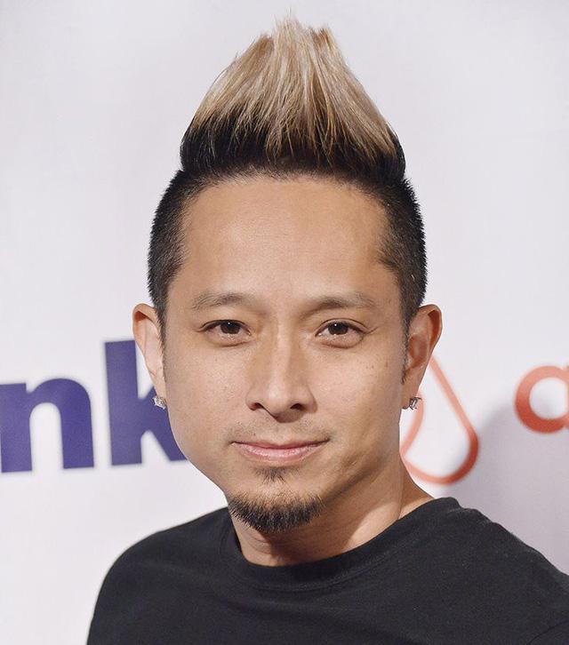 Đạo diễn Johnny Lee khoe giọng hát trong Messages - Ảnh 1.