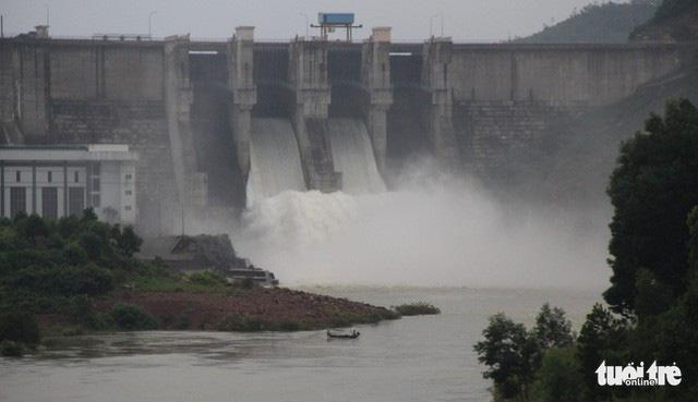Huế dự báo mưa lớn, 2 hồ thủy điện xả nước đón lũ - Ảnh 1.