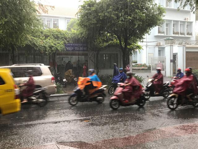 Nam Bộ sắp có mưa trái mùa - Ảnh 1.