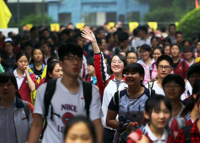 Nhiều đại học Trung Quốc bỏ khoa ngữ văn Anh - Ảnh 1.