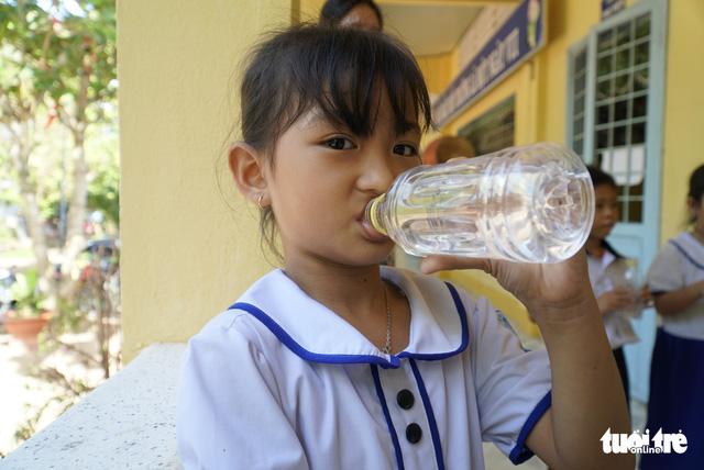 Sẻ chia sẻ nước sạch với học trò miền biên giới Đồng Tháp - Ảnh 6.