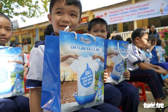 Sẻ chia sẻ nước sạch với học trò miền biên giới Đồng Tháp - Ảnh 5.